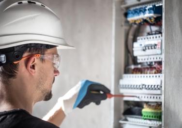 Eletricista residencial: saiba quando contratar a Reforme Fácil